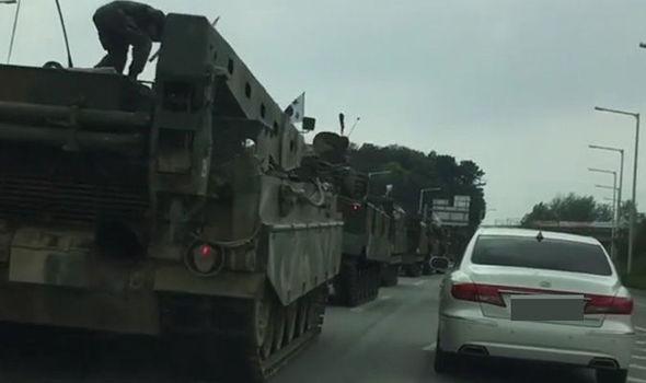 Đoàn xe quân sự HQ rầm rộ áp sát biên giới Triều Tiên? - 1