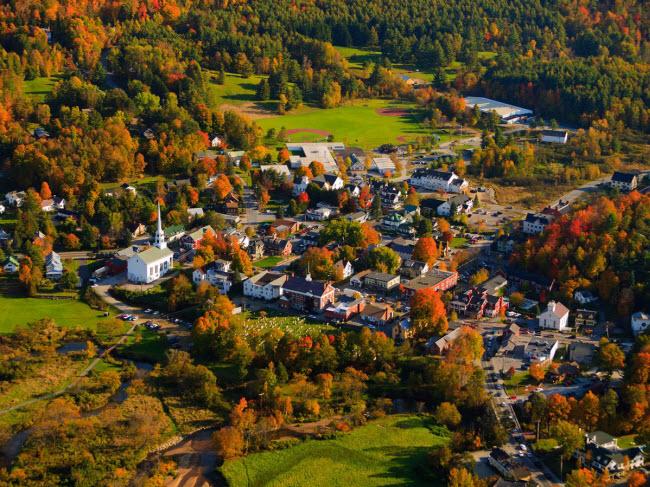 Stowe, Mỹ: Nằm tại bang Vermont, thị trấn nghỉ dưỡng Stowe nổi tiếng với các hoạt động trượt tuyết, đạp xe đường trường, đi bộ đường dài và spa đẳng cấp thể giới.