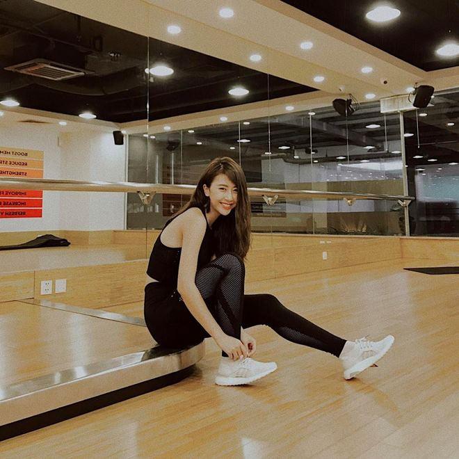 """Quỳnh Anh Shyn khoe vòng eo """"con kiến"""" khi đi tập gym - 1"""