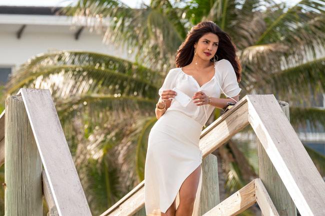 """Priyanka Chopra từng giành vị trí Á quân trong 30 phụ nữ đẹp nhất hành tinh. Cô chỉ xếp sau """"Queen Bee"""" Beyonce."""