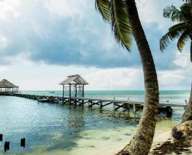 Ambergris Caye, Belize: Hòn đảoAmbergris Caye có lịch sử lâu đời với các thợ săn cá voi và cướp biển. Ngày nay nó thu hút những người thích lặn từ khắp nơi trên thế giới vì nơi đây gần rạn san hô Belize Barrier, rạn san hô dài thứ hai thế giới.