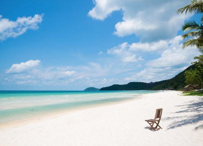 Phú Quốc, Việt Nam: Hòn đảo này đơn giản là một thiên đường được bao quanh bởi các bãi biển cát trắng như tuyết và nước trong như pha lê cùng rừng xanh ngút ngàn. Tại đây, du khách có thể lặn, chèo thuyền và tham quan các trang trại.