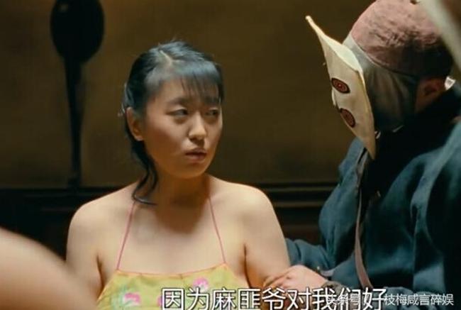 """Năm 2010, bộ phim """"Nhượng tử đạn phi"""" ra mắt và ngay lập tức gây được tiếng vang trong làng điện ảnh. Phim quy tụ dàn sao hạng A như Châu Nhuận Phát, Trần Khôn, Lưu Gia Linh, Cát Ưu. Tuy nhiên, nhân vật gây được chú ý hơn cả lại là cô đào lần đầu đóng phim – Triệu Minh. Tên tuổi Triệu Minh nổi tiếng chỉ sau một đêm với vai cô thôn nữ bị bọn cướp cưỡng bức."""