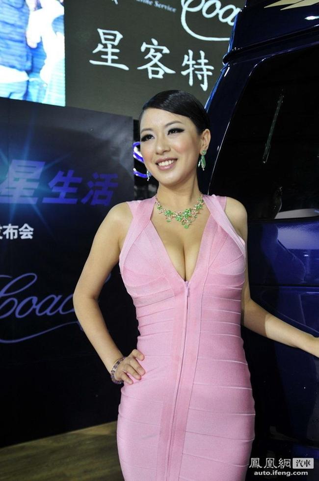 Những năm 2011 – 2012, cô rất đắt show sự kiện.