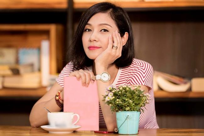 Khi đang ở đỉnh cao sự nghiệp, Việt Trinh trải qua hai cuộc tình với hai đại gia vướng vòng lao lý khiến cô lao đao một thời gian dài và rút khỏi làng giải trí. Sau nhiều năm, cô tái xuất điện ảnh với vai trò đạo diễn năm 2010.