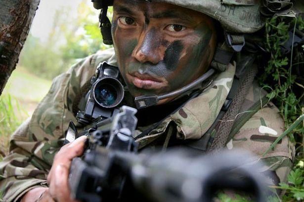 """Siêu chiến binh """"3 đầu 6 tay"""" diệt 30 phiến quân Taliban - 1"""