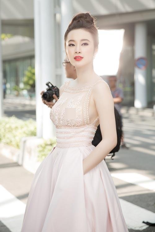 """10 bộ đồ mỏng tang gây """"bão táp"""" của Angela Phương Trinh - 3"""