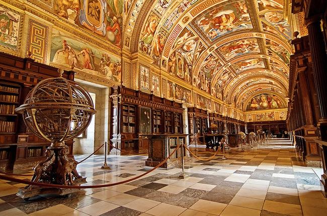 24. Thư viện Hoàng gia San Lorenzo de El Escorial, Madrid, Tây Ban Nha