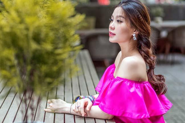 Năm 2015, giữa đỉnh cao sự nghiệp Diễm Trang bất ngờ lên xe hoa về nhà chồng. Hiện tại, cô nàng đã bà mẹ một con xinh đẹp.