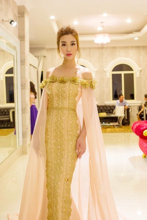 Hoa hậu Mỹ Linh bất ngờ đẹp như nữ thần tại Campuchia - 2