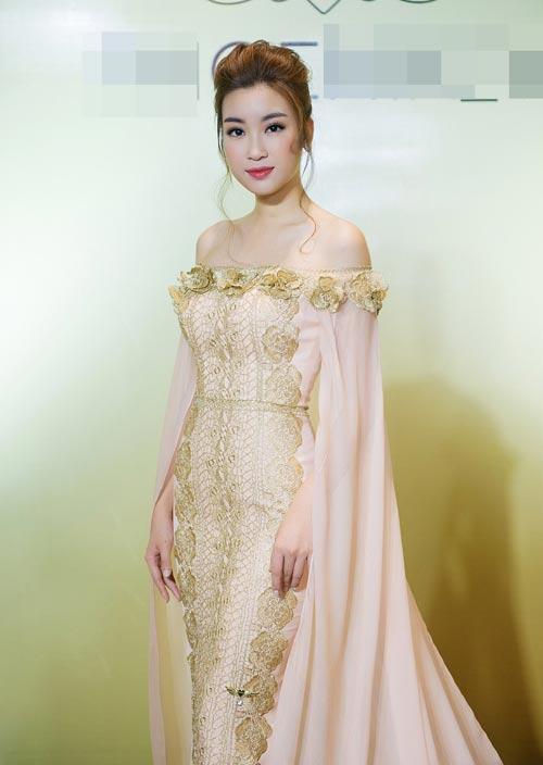 Hoa hậu Mỹ Linh bất ngờ đẹp như nữ thần tại Campuchia - 1