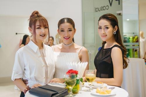 Hoa hậu Mỹ Linh bất ngờ đẹp như nữ thần tại Campuchia - 10