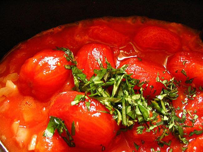 10. Kết hợp cà chua với sữa và thực phẩm giàu carbohydrate. Vì vậy, đây là lý do bạn nên hạn chế ăn mỳ Ý hoặc nên tìm 1 loại nước sốt thay thế cho sốt cà chua.