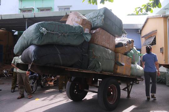 Phát hiện 10 tấn hàng lậu trên tàu hỏa - 1