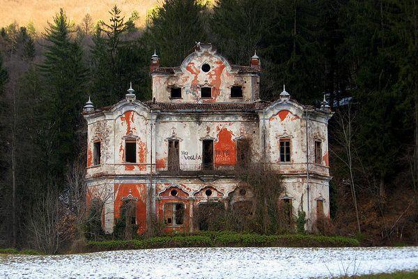 Câu chuyện đau lòng đằng sau biệt thự xinh đẹp bị bỏ hoang ở Ý - 1