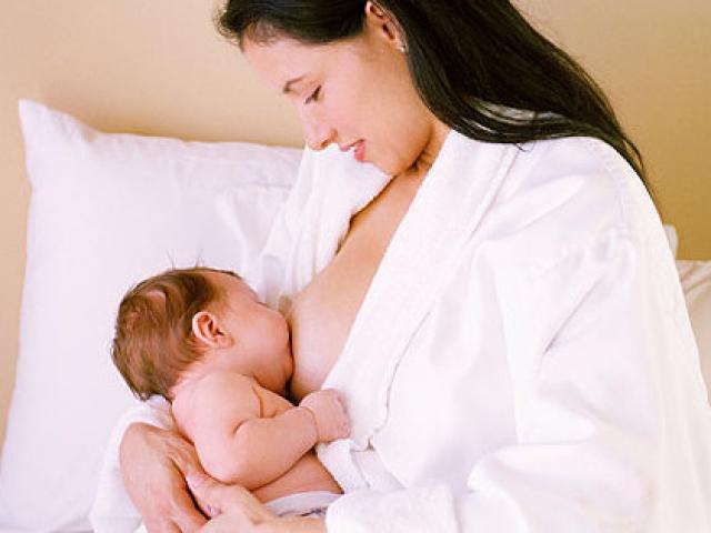 Mẹ bị viêm gan B có nên cho trẻ bú?