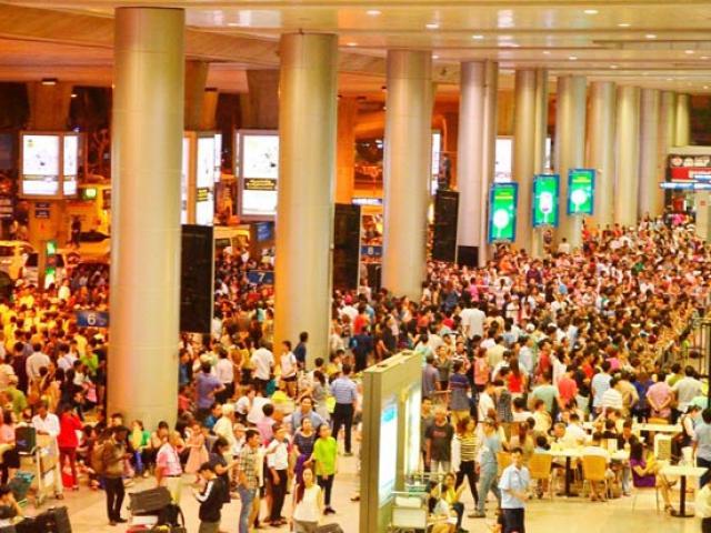 Ca sĩ Uyên Linh mất túi đồ cả trăm triệu ở sân bay Tân Sơn Nhất