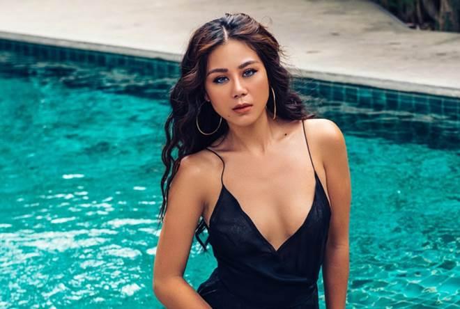 Người đẹp nóng bỏng nhất làng hài Việt khoe đường cong tuyệt mĩ bên hồ bơi - 1