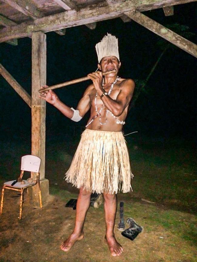 Bộ tộc Wachimak, Ecuador: Các thành viên của bộ tộc Wachimak sống hẻo lánh trong rừng Amazon ở Ecuador. Cuộc sống không nước sạch và chỉ có điện 1-2 giờ/ngày thực sự là trải nghiệm lý thú với những du khách muốngần gũi với thiên nhiên.