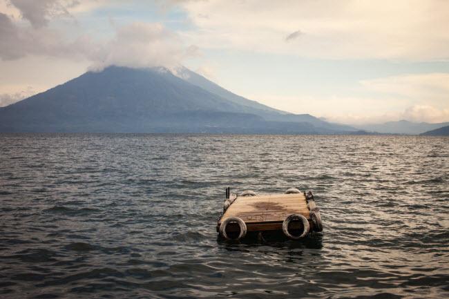 Hồ Atitlan, Guatemala: Đây là địa điểm lý tưởng để giải tỏa căng thẳng từ cuộc sống hằng ngày. Từ thị trấn Jaibalito, du khách có thể đi bộ khám phá rừng nhiệt đới hay những ngôi làng nhỏ xung quanh hồ.