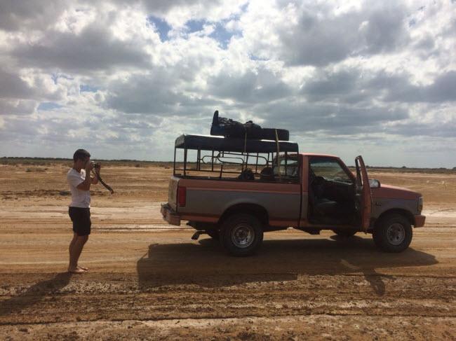 Cabo de la Vela, Colombia: Sau khi di chuyển bằng xe địa hình qua sa mạc, du khách sẽ đặt chân tới làng chài hẻo lánh Cabo de la Vela. Tại đây, bạn có cơ hội trải nghiệm lướt ván dù độc đáo.
