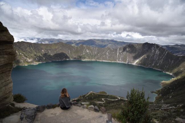 Quilotoa Loop, Ecuador: Đây là tour đi bộ khám phá kéo dài 3 ngày qua dãy đồi Andean và các ngôi làng hẻo lánh ở Ecuador. Tổng chiều dài của hành trình khoảng 34 km.