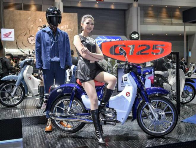 Honda Super Cub C125 bản màu xanh cho dân chơi 'cô đơn' - 1