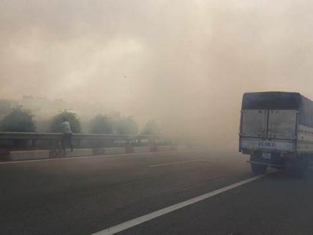 Vụ khói mịt mù gây tai nạn liên hoàn trên cao tốc: Truy tìm người đốt cỏ