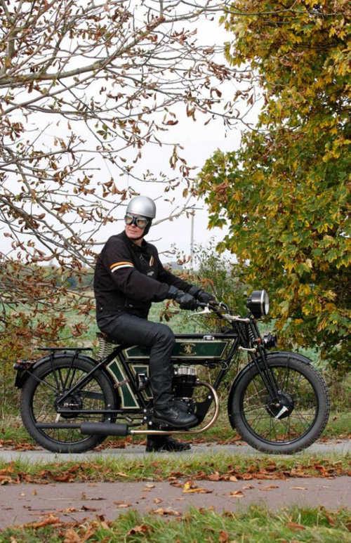 """Ngắm chiếc xe """"lai"""" đặc biệt, Black Douglas Sterling - xe Ý mang linh hồn Anh - 1"""