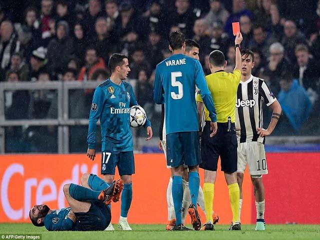 """Nghi án thiên vị Real: Báo Italia """"chỉ mặt"""" trọng tài, Dybala thẻ đỏ oan như Nani"""