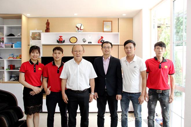 HLV Park Hang Seo chăm sóc sức khỏe tại nhà với ghế Massage của Kingsport - 1