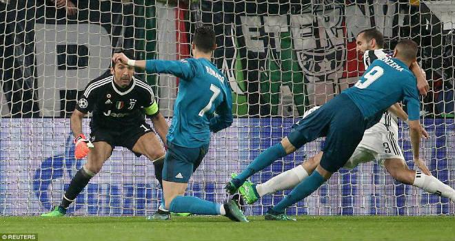 Ronaldo thăng hoa siêu phẩm, nhấn chìm Juventus & Buffon trong thảm kịch - 1