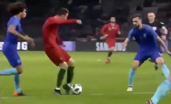 """""""Vua"""" cúp C1 Ronaldo: Từ sút hụt ngã ăn vạ đến siêu phẩm ngả bàn đèn - 1"""