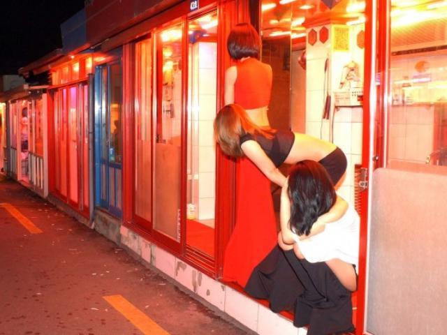Tranh cãi hợp pháp hóa mại dâm: Tiết lộ tâm tư người bán dâm