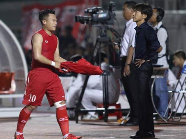 "Bị SAO U23 qua mặt, ""Ronaldo Việt Nam"" ném áo trước mặt HLV Miura"