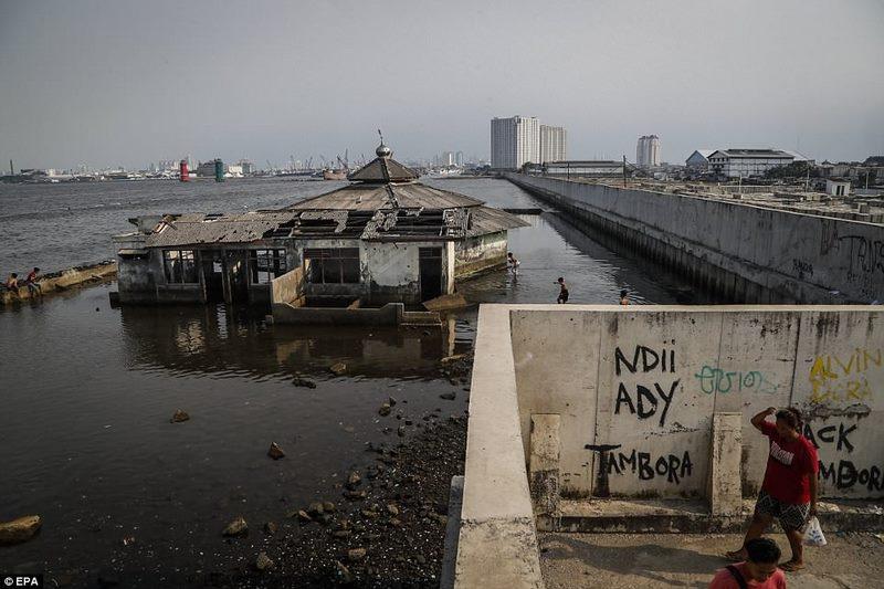 Quốc gia Đông Nam Á chìm xuống biển nhanh nhất thế giới - 1