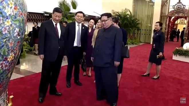 """Ông Kim Jong-un nhận """"ngập"""" quà của ông Tập Cận Bình - 1"""