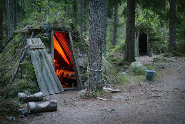 Trải nghiệm sống như thời nguyên thủy trong lều gỗ nằm tít sâu trong rừng - 1