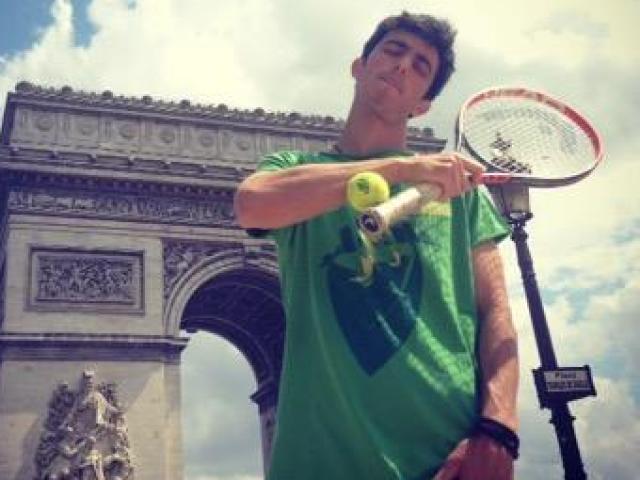 """""""Thánh tennis"""" có """"72 phép thần thông"""": Federer, Nadal hoa mắt"""