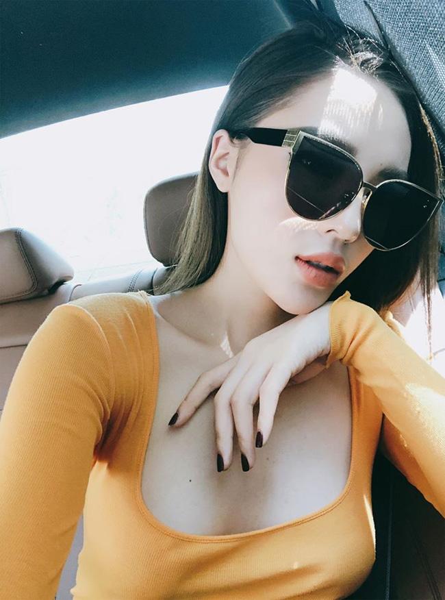 Bên cạnh đó, gần đây, Kỳ Duyên bị nghi nâng ngực khi vòng một bỗng nở nang bất thường.