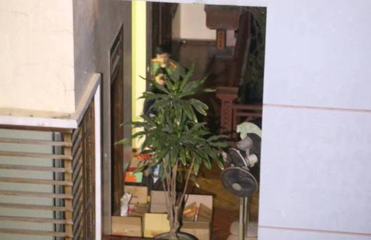 Hàng xóm bất ngờ khi ông Phan Văn Vĩnh bị bắt, khám nhà - 1