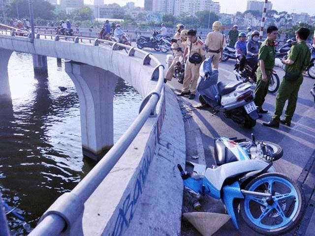"""Ám ảnh những vụ tai nạn """"người bay khỏi cầu"""" ở Sài Gòn"""