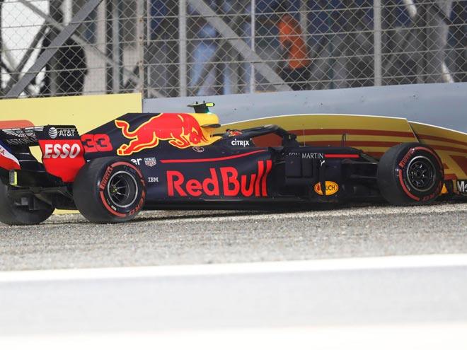 """Đua xe F1, phân hạng Bahrain GP: """"Gã liều"""" gặp nạn, Vettel đoạt pole ấn tượng - 1"""