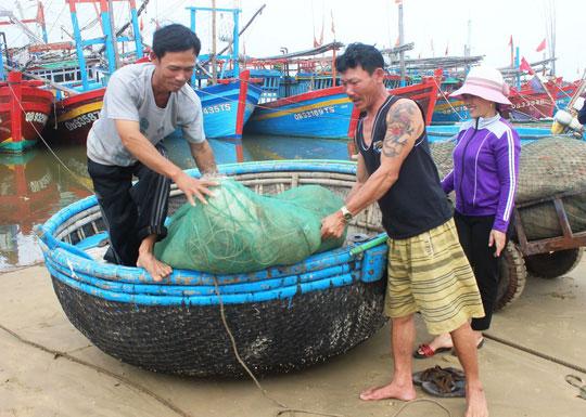 Xã đòi trích tiền đền bù cho ngư dân để cán bộ kiểm kê đi du lịch - 1