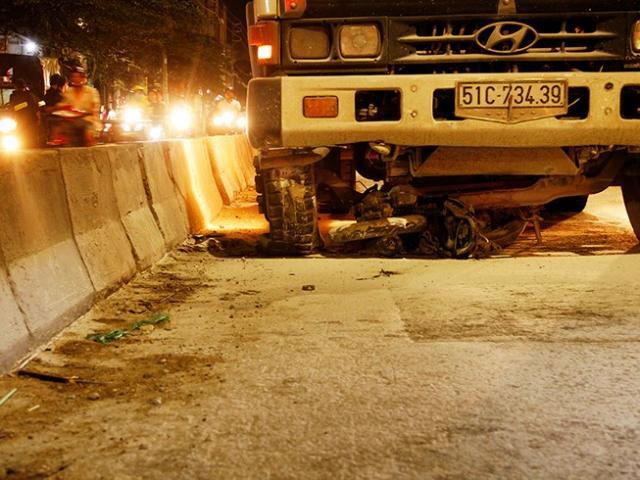Thương tâm, hai vợ chồng bị xe tải cán trong đêm