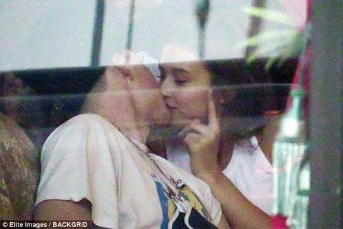 Sát gái hơn bố, quý tử của Beckham lại yêu người mẫu mới xinh như búp bê - 1