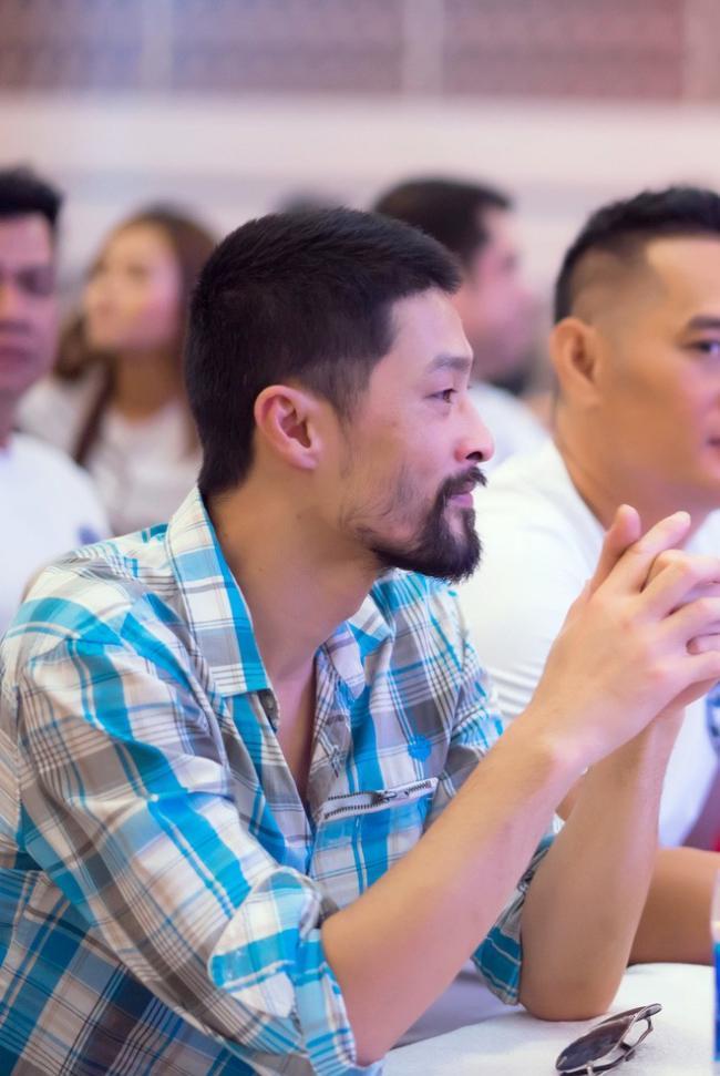 Johnny Trí Nguyễn mới đây xuất hiện với vẻ ngoàikhá xuề xoà cùng bộ râuxồm xoàm, ánh mắt mệt mỏi.