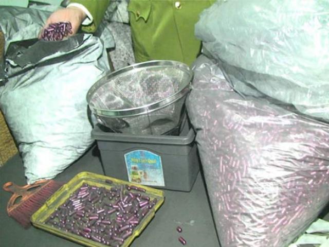 """""""Rùng mình"""" vào nơi sản xuất sản phẩm hỗ trợ điều trị ung thư từ bột than"""