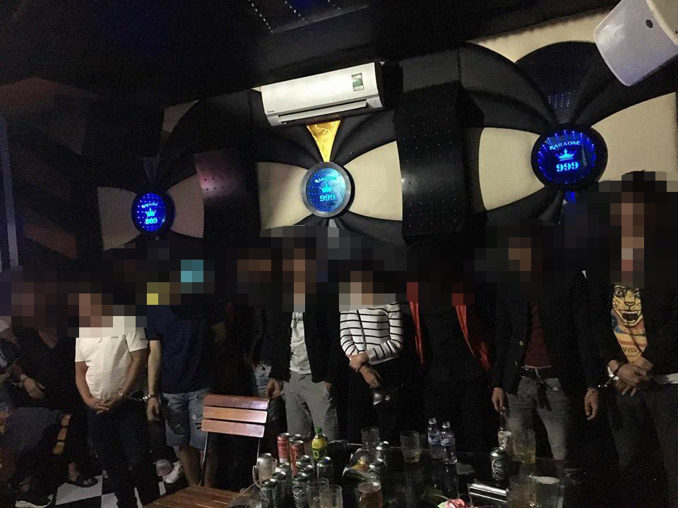 """Cô gái """"thác loạn"""" cùng 7 nam thanh niên trong quán karaoke - 1"""