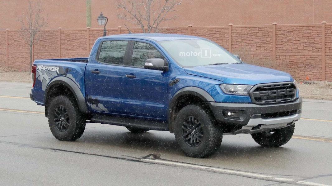 Ford Ranger Raptor 2018 ra mắt với tem thùng sau bắt mắt hơn - 1